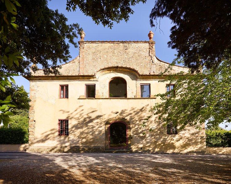 frontal view Villa Castellare de Sernigi