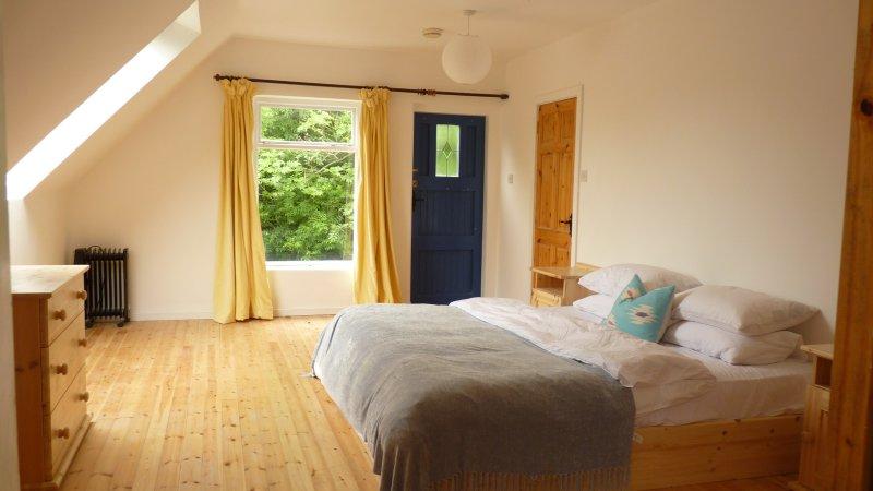BEDROOM 3 : Master bedroom / upstairs