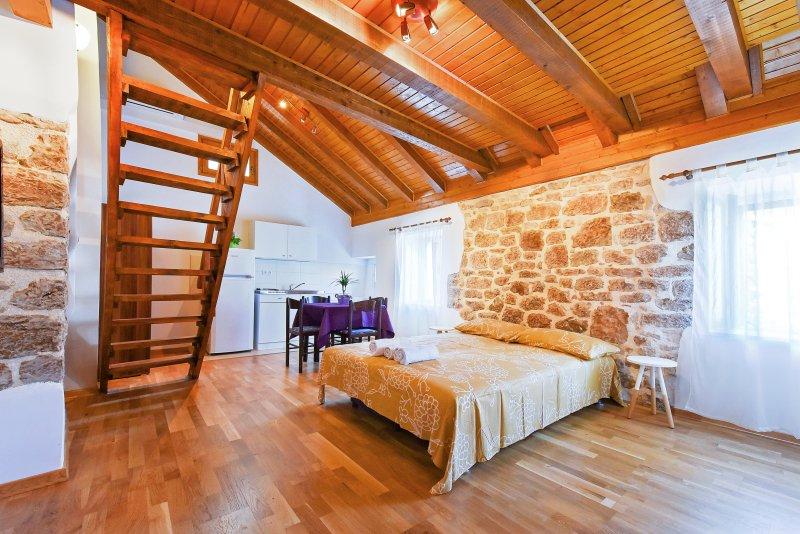 Apartments Loriana 3, vacation rental in Sibenik