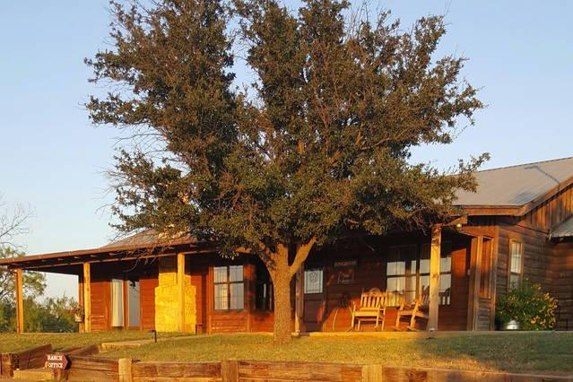 Bunkhouse, Family Friendly Ranch Cabin getaway on acreage, casa vacanza a Breckenridge