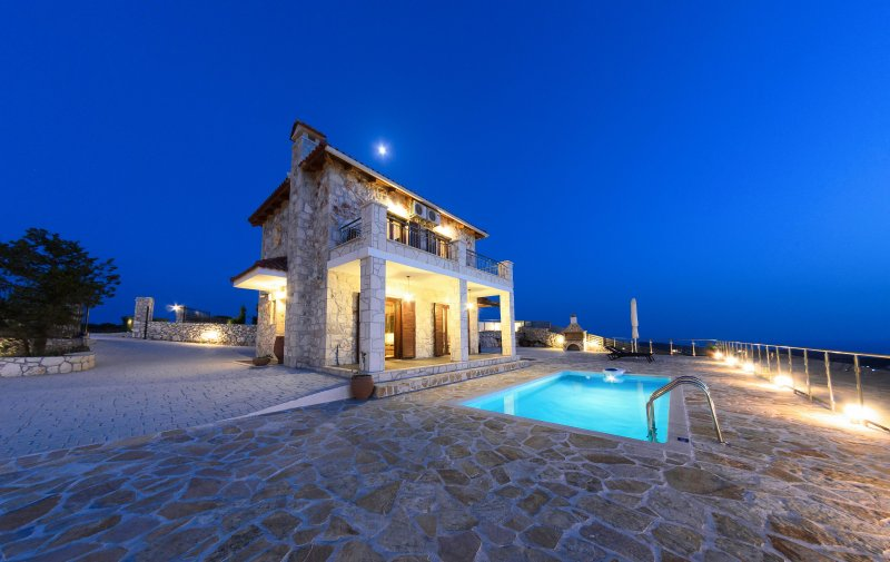 Traditional - 3 Bedroom Villa with Private Pool in Ano Volimes, vacation rental in Volimes