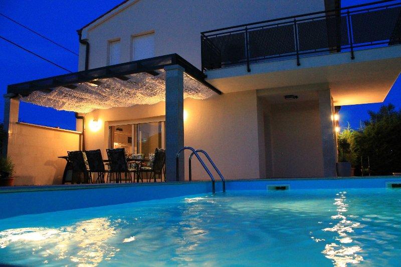 Villa Divina with heated outdoor swimming pool, casa vacanza a Banjole