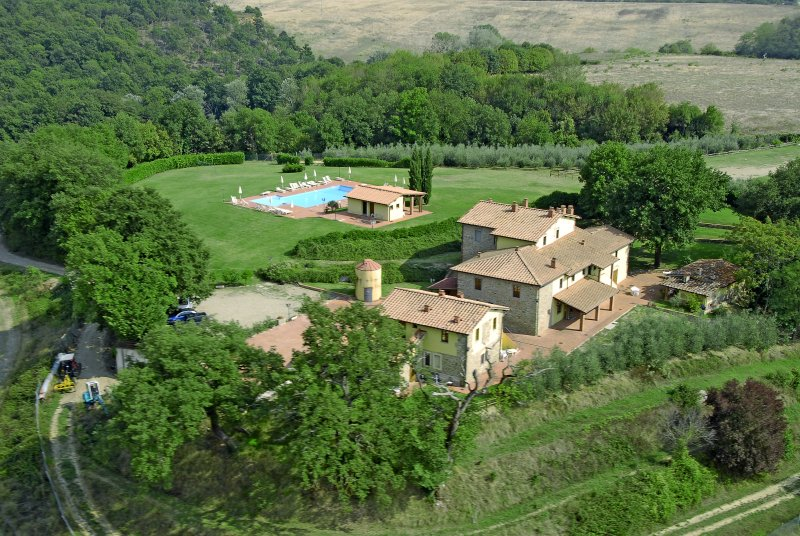 Campagna Hous - Residence in Tuscany  farm holiday, location de vacances à Levane
