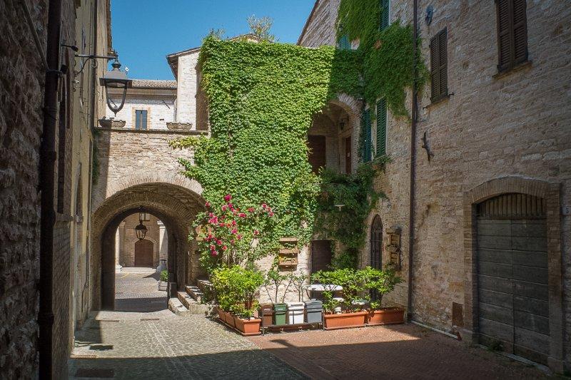 Appartamenti turistici Vicolo S. Chiara, holiday rental in Genga