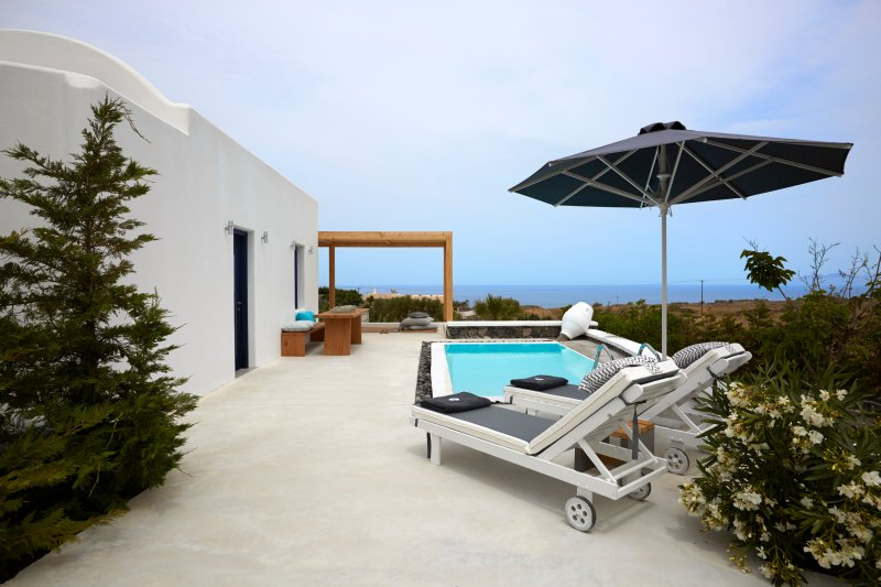Amor Hideaway one bedroom villa with pool, vacation rental in Monolithos