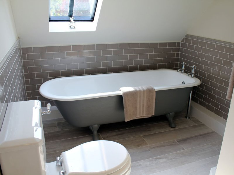 The master bedroom en suite has a roll-top bath
