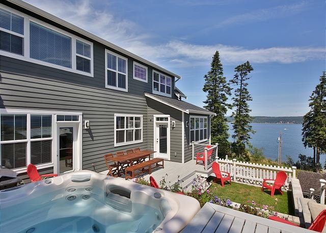 New farmhouse-style retreat with views of Puget Sound. 3 bed, 3 bath. (246), holiday rental in Greenbank