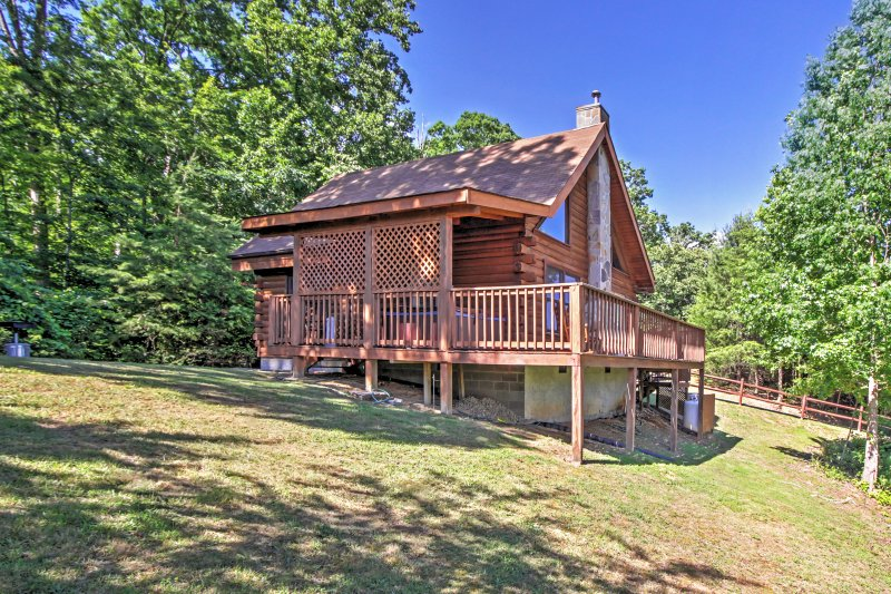 Welcome to 'Happy Ours' - a handsome Sevierville cabin!