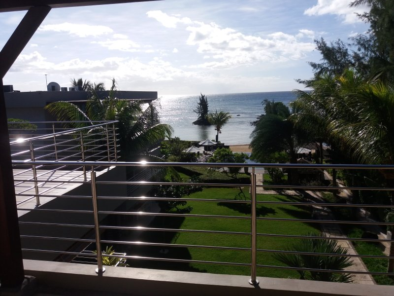 Bon Azur Sea View Penthouse by Simply-Mauritius, holiday rental in Trou aux Biches