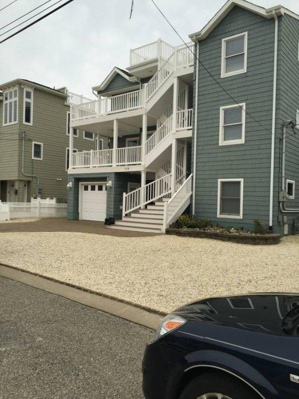 Belle, Immaculée 2 BRM / Den Duplex, 2e étage. Condo « Étapes de la plage » Meubles haut de gamme, les objets, décoration intérieure!