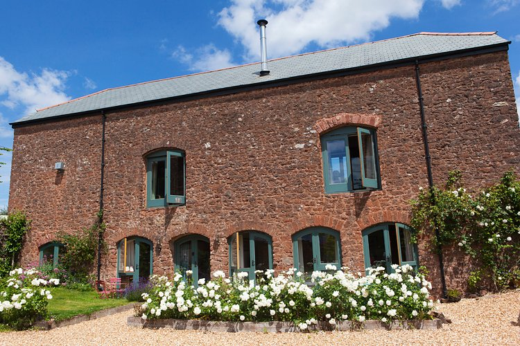 West Garden Apartment  at Cider Barn, in sunny south facing courtyard. Great footpaths on doorstep.