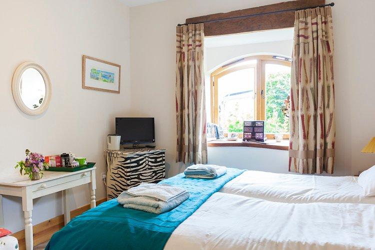 camas individuais - Vinculado fazendo um bed 6' .