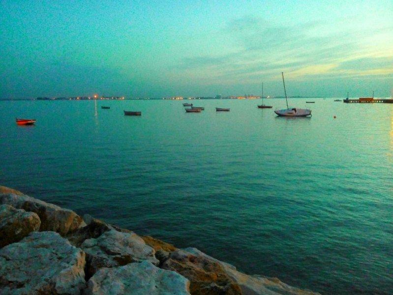 Vista de la Bahía de Cádiz desde el paseo marítimo