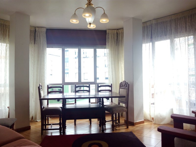 Apartamento cómodo y luminoso en Ribeira (2ºDta), holiday rental in Aguino
