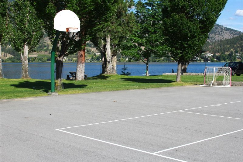 Sports court also in the park