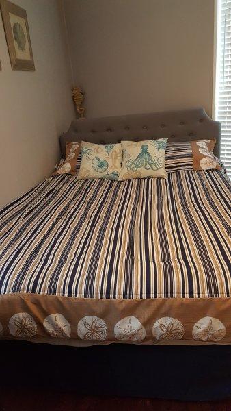 1 bedroom,Queen size bed and dresser