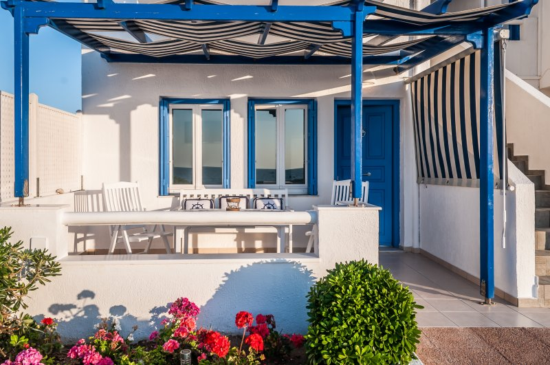 ARTEMIS by Akroploron - a sea view apartment, casa vacanza a Milos
