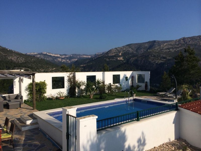 The private garden and pool, with amazing backdrop and views.
