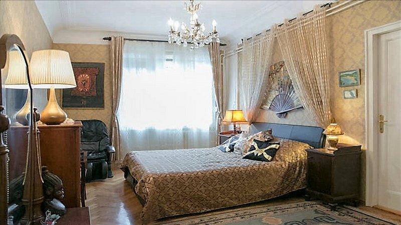 sala de ouro com cadeira de massagem