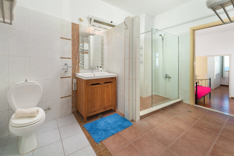 Big family bathroom with HAMAM for 7 persons