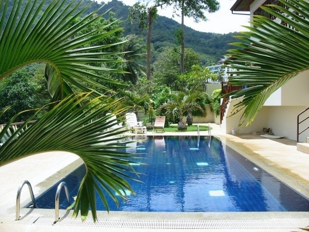 Kata Kiwi :Beautiful two bedroom Villa overlooking pool with private garden!, Ferienwohnung in Karon