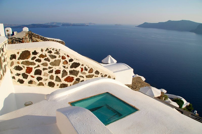BlueVillas | Hyacinth | Infinity jacuzzi plunge pool, holiday rental in Oia