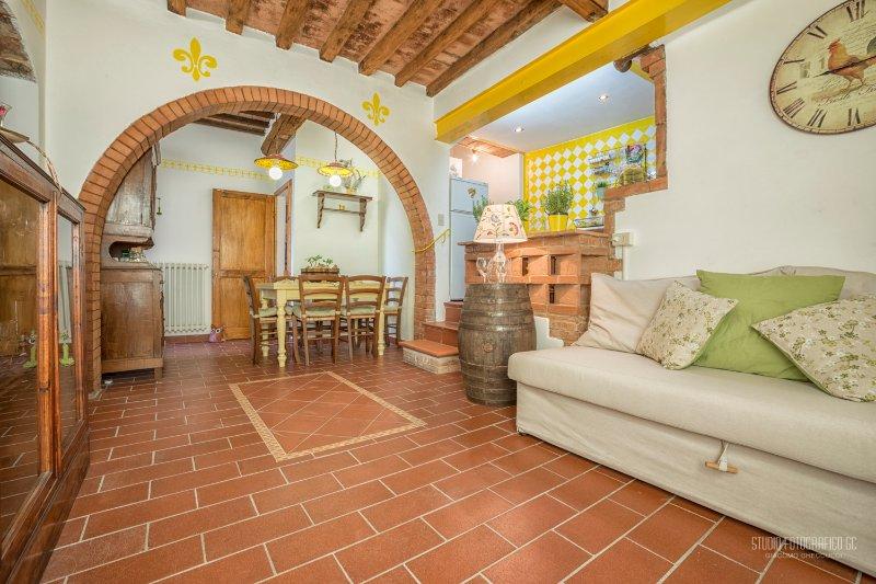 Tognazzi Casa Vacanze-Casa il Giglio-Certaldo Alto, vacation rental in Certaldo