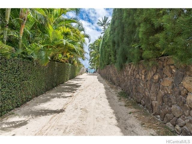 Short walk to access the turquoise seas and white sand beach of Lanikai.