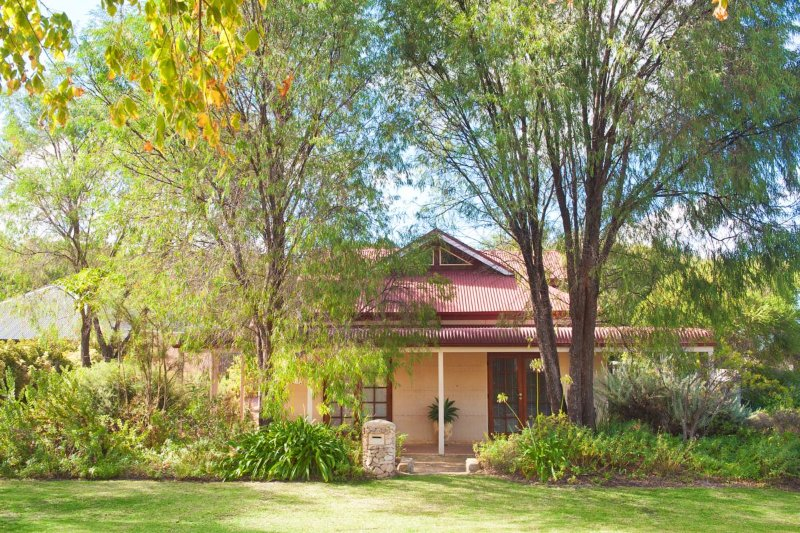 Beautiful Rammed Earth Retreat - The perfect peaceful and relaxing country setting .
