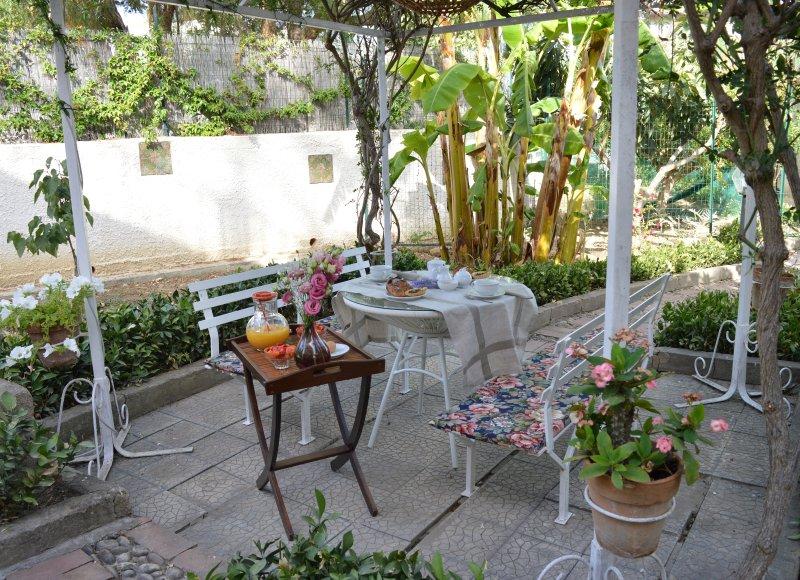 B&B Villa 5 min dai Templi 100 metri dal mare, vacation rental in Montaperto
