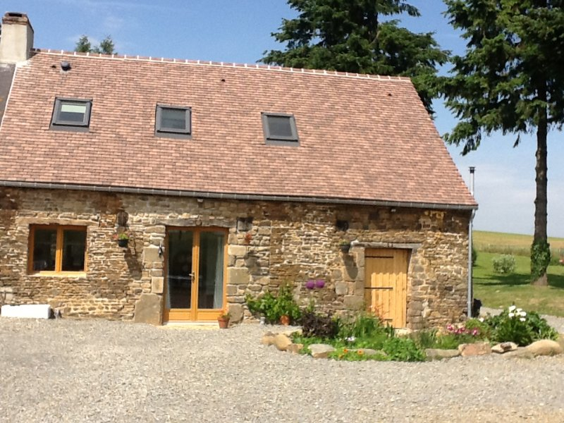 The Hayloft at La Pouliniere, L'Epinay Le Comte, 61350., holiday rental in Herce