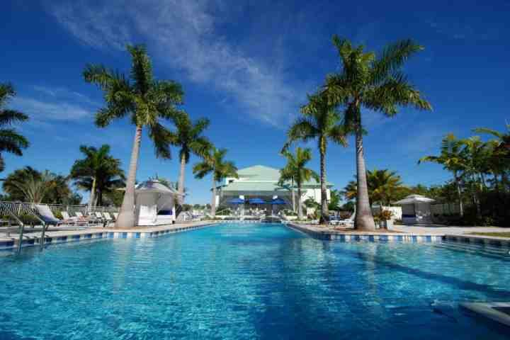 Work on your tan, take a dip in the pool and enjoy all the luxury amenities the Provident Doral has to offer.