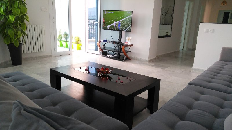 Luxueux appartement RESIDENCE LARABI TLEMCEN , 06 personnes, vacation rental in Tlemcen