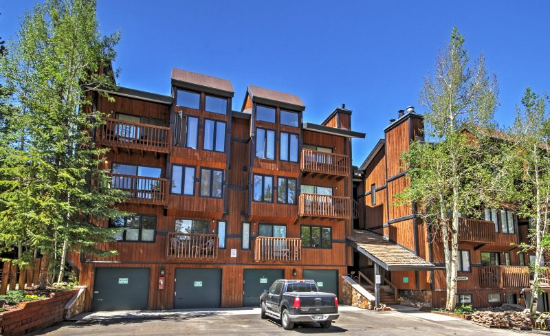 Escape to the mountains in this handsome Breckenridge vacation rental condo!