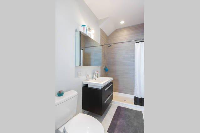 First bathroom - full