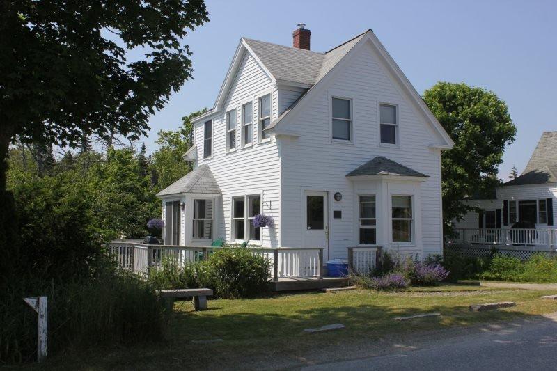 PRETTY PENNY - Stonington, holiday rental in Deer Isle