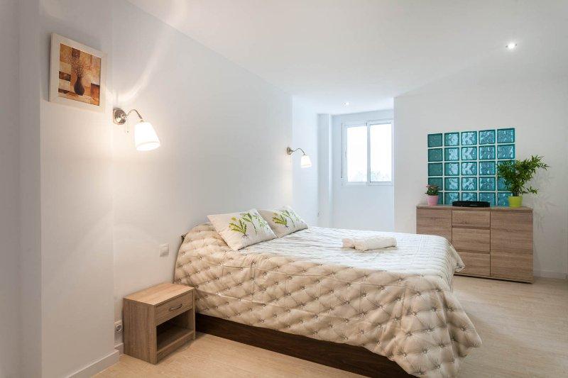 Piso nuevo al lado de  playa del Cabanyal-Valencia, holiday rental in Montroy