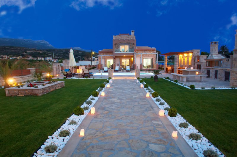 Seafront Luxury Villa with Private Pool in a walking distance from the picturesque town of Sitia