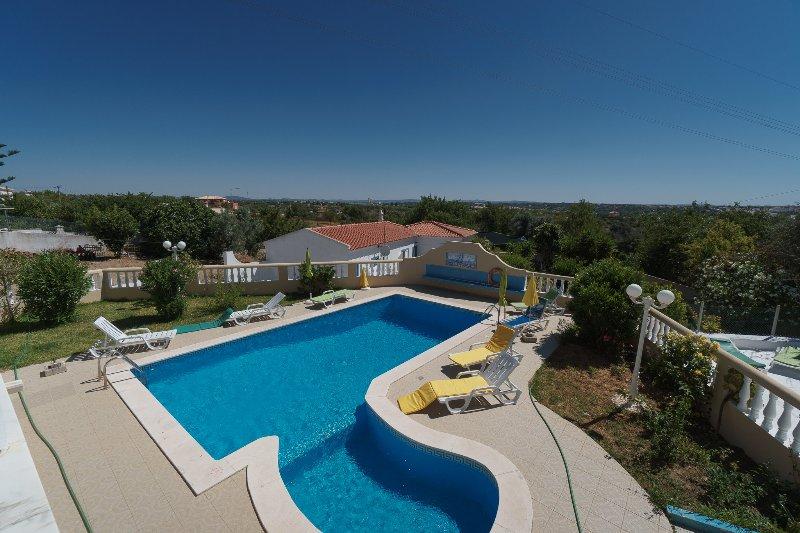 Calamus Pink Villa, Armação de Pêra, Algarve, vacation rental in Armacao de Pera