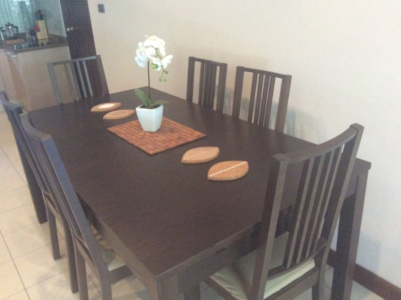 Quality extendable dining table
