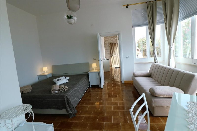 Panoramic loft at Lido Galles Gallipoli for rent for holidays about 150 meters f, alquiler vacacional en Lido Conchiglie