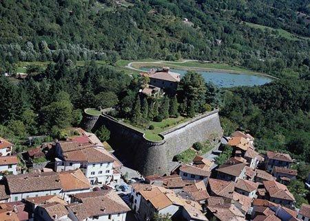 Camporgiano et sa forteresse