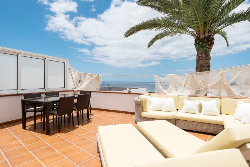 Private terrace with incredible views // Terraza privativa con vistas increíbles