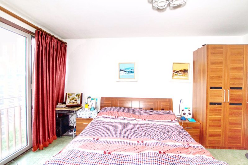 King size bed room 2