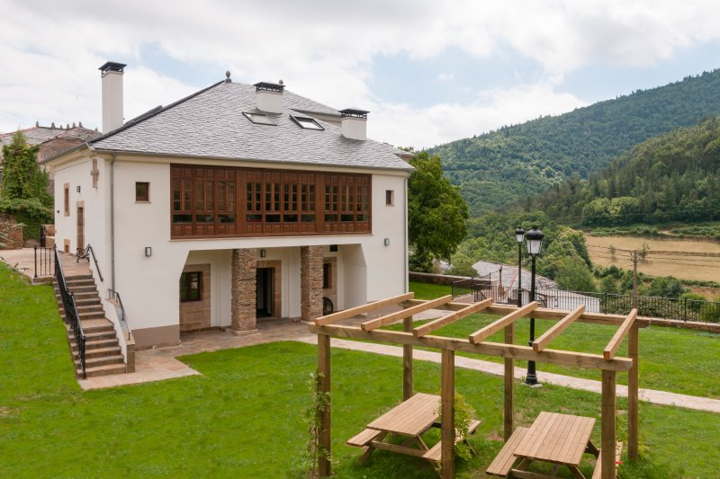 CAMINO REAL LOS MAZOS (APARTAMENTOS TURISTICOS RURALES), vacation rental in Castrillon Municipality