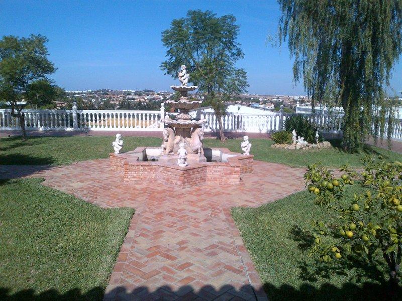 Apartamento tipo Loft - fuente y jardines