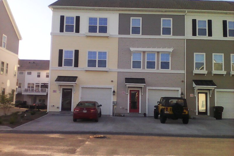 New 3 level end unit 4Br 3.5 Bath. Spacious, bright and airy with plenty of windows.