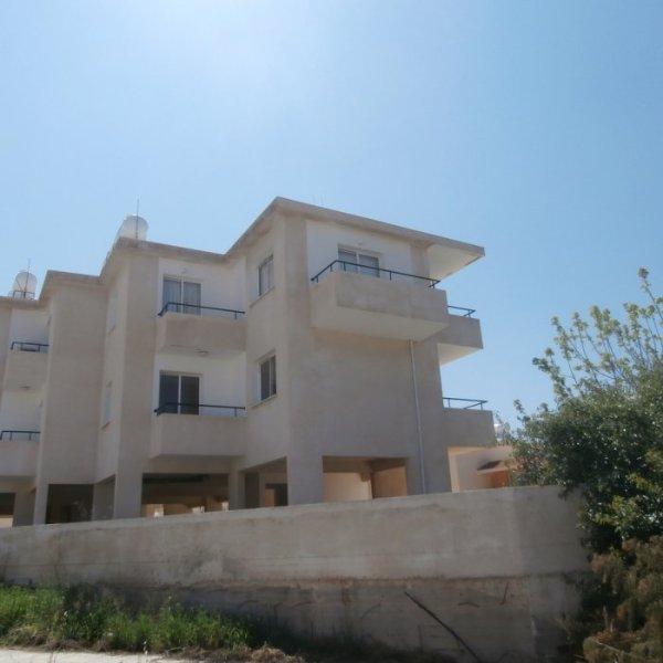 Stabile, l'appartamento è situato al 2° piano e ha 3 balconi
