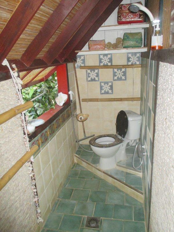 Salle de bain et toilette prives.