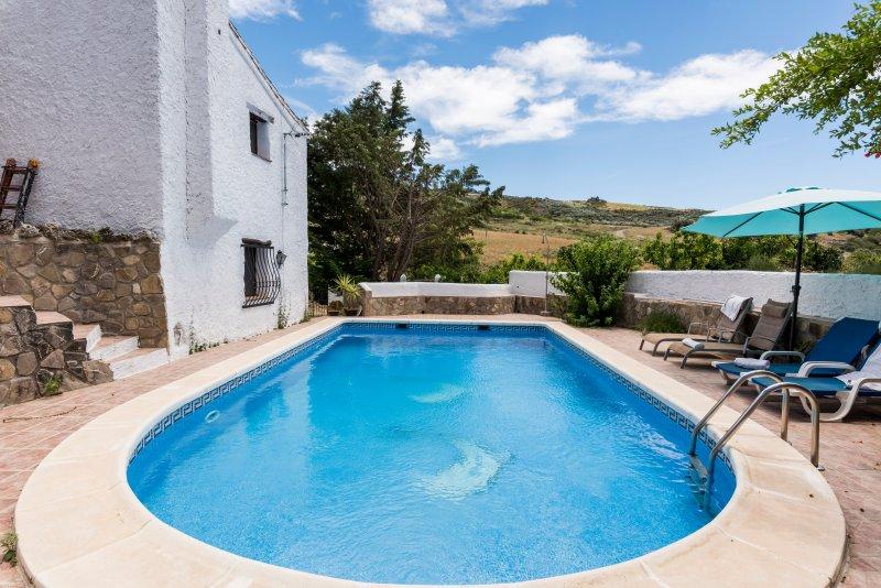 El Molino de Guaro - rural luxury villa with pool, alquiler vacacional en Periana